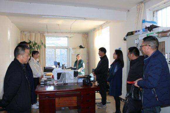 市政协副主席刘国文、余红梅春节前走访慰问文兴乡