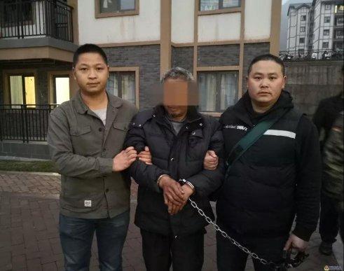 宣威一男子用锄头打死邻居潜逃26年