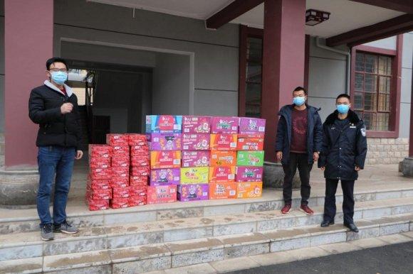 杨柳镇:全民献爱心 干群抗疫情
