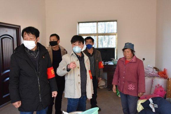 宣威市羊场镇党群携手开展爱国卫生
