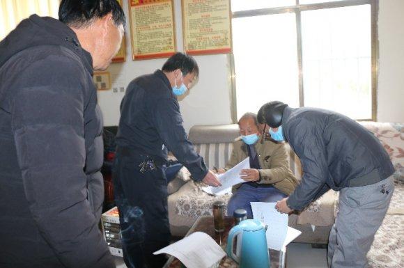 龙潭镇欢送外出务工人员返岗就业