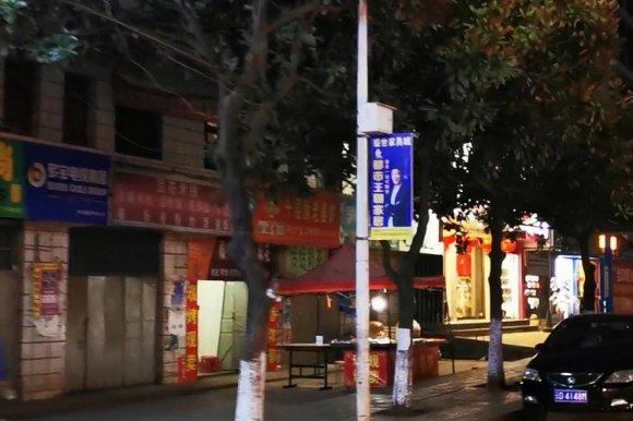 乘坐宣威11路公交车,看一看晚上板桥街道小平桥到高架桥的街景