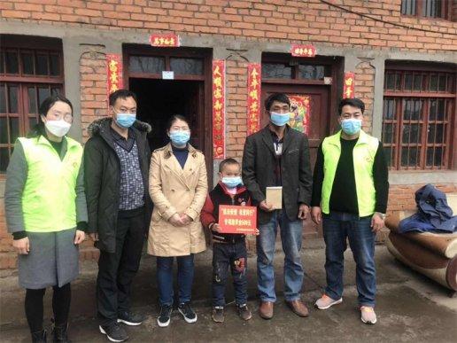 宣威文兴乡:20名贫困青少年在读学生受资助
