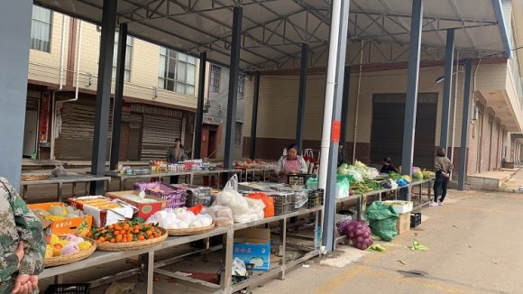 宣威市龙场镇旧营小集镇顺利搬迁至农贸市场