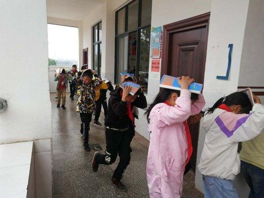 凤凰街道所乐小学开展地震应急疏散演练