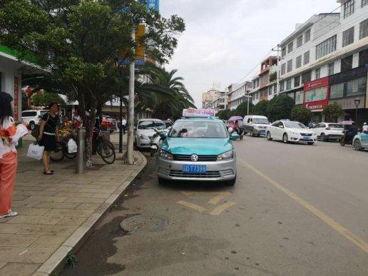 """曝光:宣威公交车、出租车两大""""路霸"""