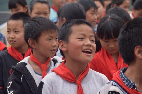 宣威石塘:一场没有彩排的儿童节