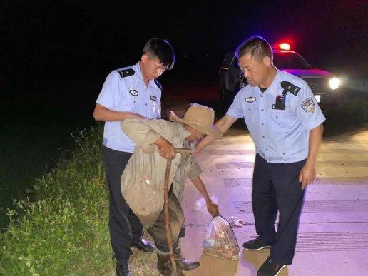东山派出所民警及时救助醉酒老人获