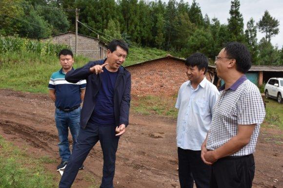 朱家灿到羊场镇检查指导环保工作