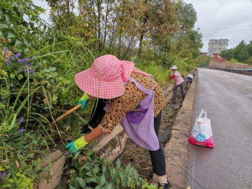 宣威市羊场镇:公路管养助力爱国卫