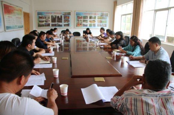 宣威市人大调查组到龙潭镇对医保局