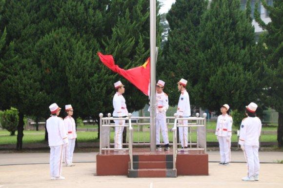 龙潭镇一中表彰先进班级和优秀学生