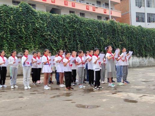 宣威双河乡:葛菇完小师生共度教师节