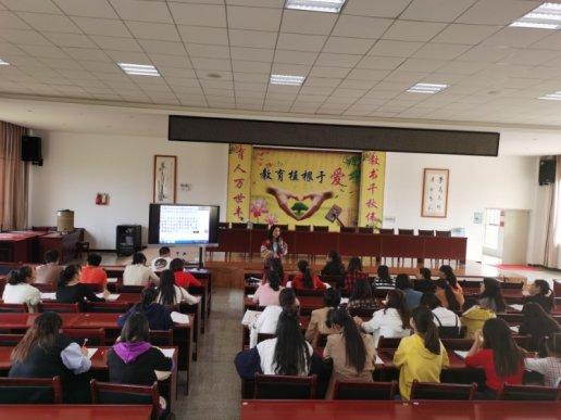 宣威市丰华一小对新教师进行培训