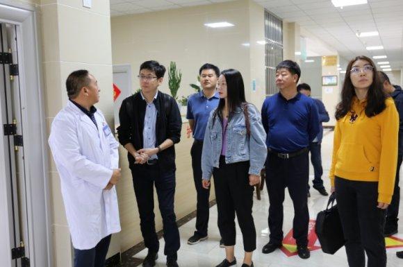 云南省中烟集团到龙场镇调研基层医疗服务网建设