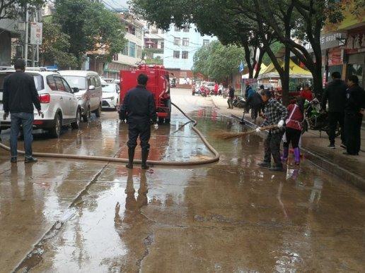 宣威双河乡:开展集镇环境卫生整治