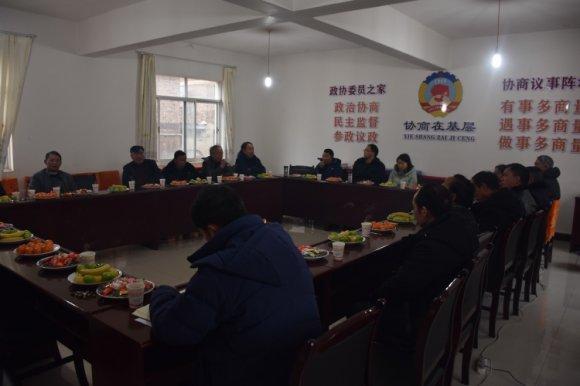 宣威市羊场镇组织召开离退职村干部