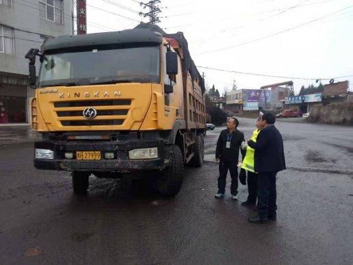 宣威市羊场镇:运输车辆抛洒滴漏专