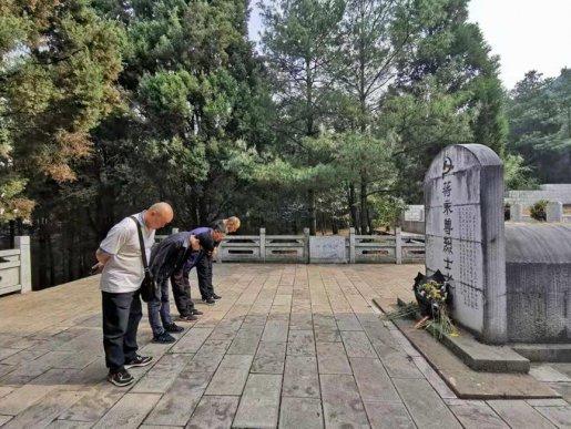 宣威市地震局到东山革命烈士陵园开展主题党日活动