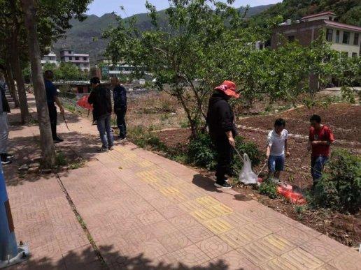 宣威市东山镇:常态化开展爱国卫生