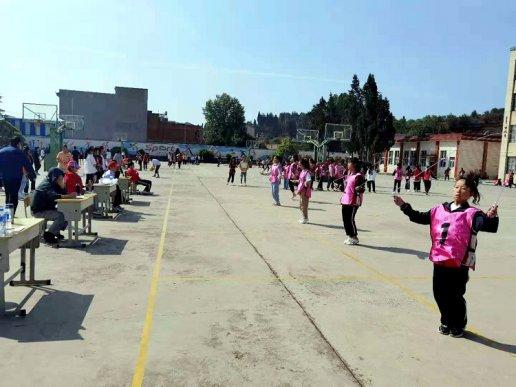 板桥街道第二中学举办体育体育文化艺术节
