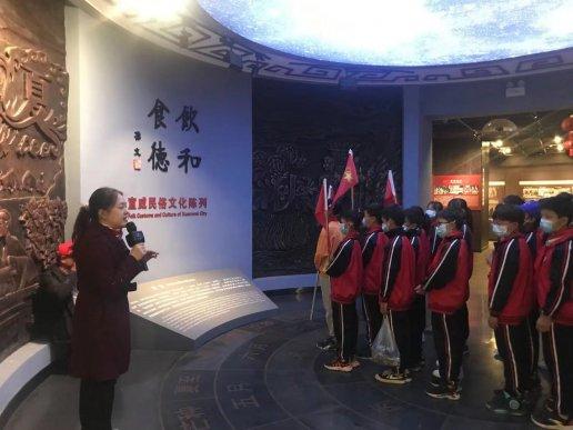 宣威市丰华二小走进宣威市博物馆传承红色基因