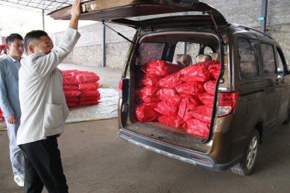 云南银顺农业科技有限公司捐赠棉被温暖贫困群众
