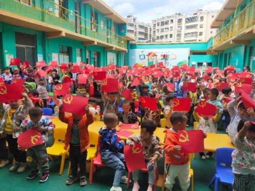 宣威市星光幼儿园:红色故事从幼儿抓起