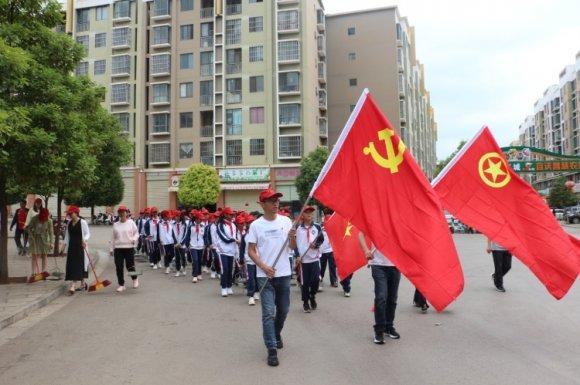 双龙街道组织师生参与人居环境提升整治活动