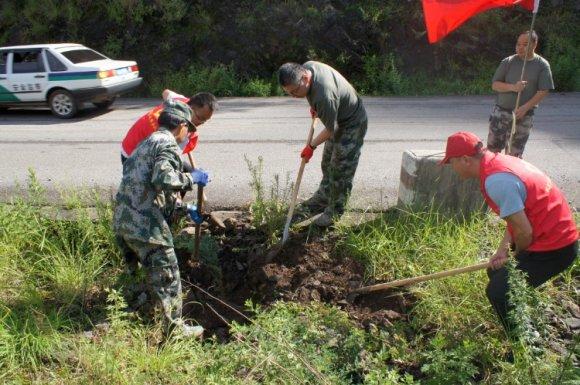 宣威双河乡:义务植树播撒绿意 为民