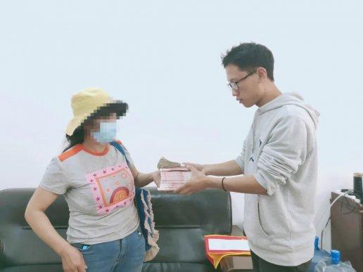 宣威一女子:我是来替我丈夫还钱