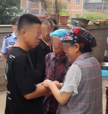 中秋节,宣威这对夫妻与儿子视频连