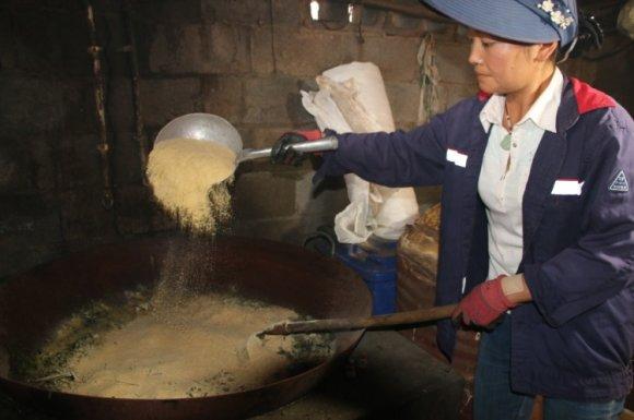 龙潭镇政府帮助农户卖猪助农增收