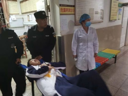 中学生突发疾病,宣威特警护送就医