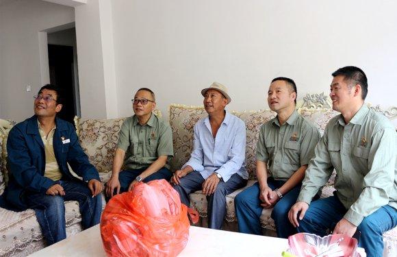 """昆钢公司到宣威市海岱镇开展""""挂包帮""""""""转走访"""""""