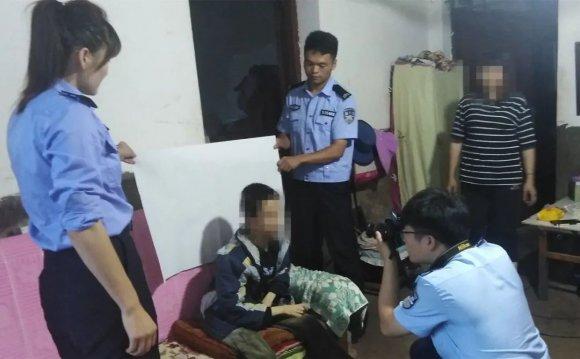 乐丰派出所民警上门为残疾少年办理身份证