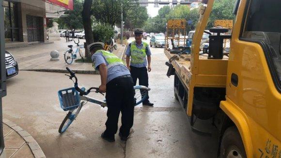 宣威交警大力整治城区共享单车、电