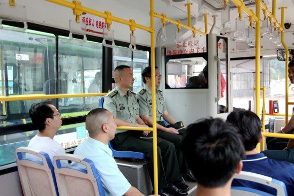 宣威市:现役军人乘坐公交车免费