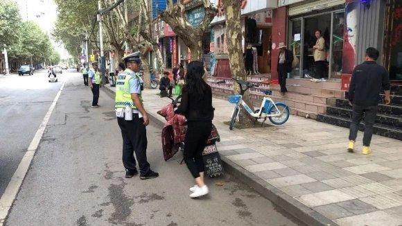 宣威交警持续开展城区道路交通整治