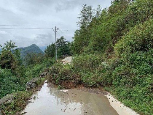 昨天,普立乡一村庄发生滑坡