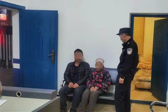 宣威一老人外出迷路  民警帮其找到家