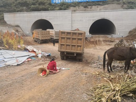 宣威一女子阻碍高速公路施工被拘留