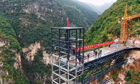 宣威:世界最高户外观光电梯封顶了