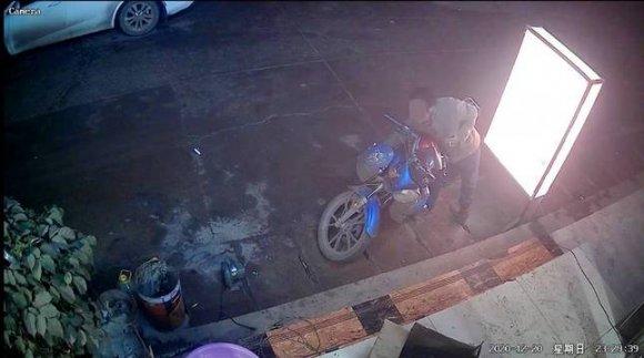宣威公安破获一起盗窃手机案 视频监控拍下作案全过