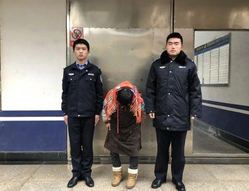 宣威一老妪盗窃垃圾桶内胆被拘留