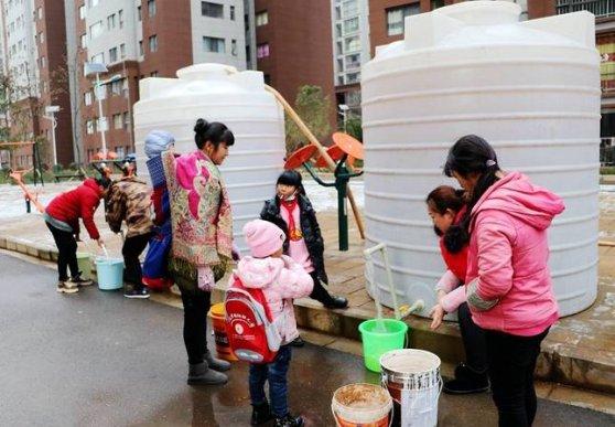 宣威复兴街道:送水上门 情暖人心