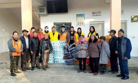宣威田坝米田村孤寡老人收到一份冬日暖心捐赠