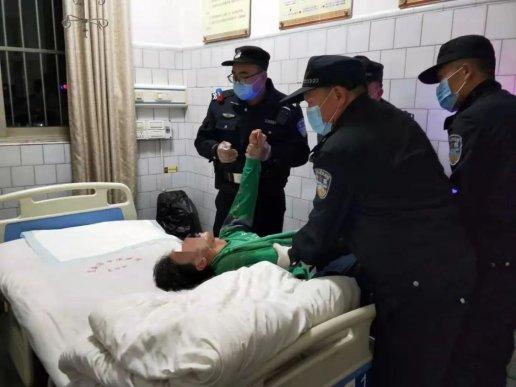 宣威一伙子患病吃药过量晕倒在小区
