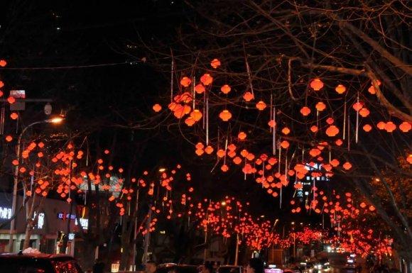 宣威挂起2万多个红灯笼,喜气洋洋过