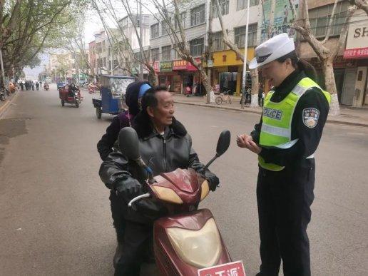 宣威公安交警开展交通安全劝导活动